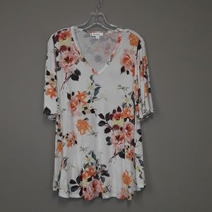 Downeast floral tunic with flutter sleeves size M